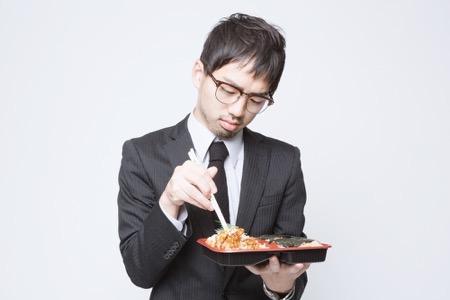 弁当を食べる